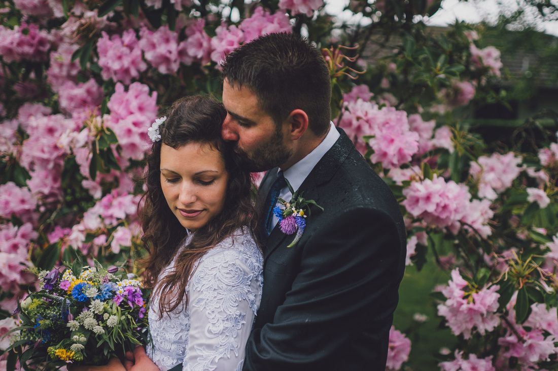 Forrest Hills flowers wedding couple