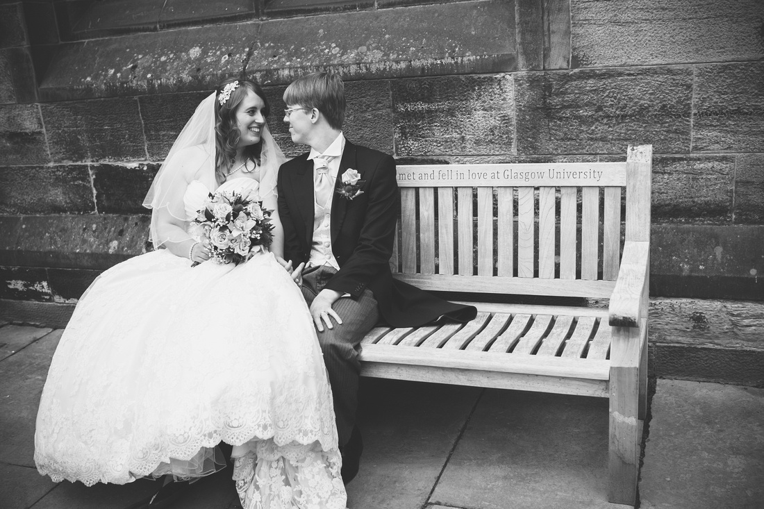 who met and fell in love at Glasgow University bench